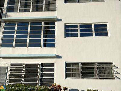 Pompano Beach Condo/Townhouse For Sale: 3221 NE 8th St #205