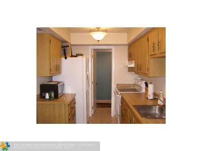 Lauderhill Condo/Townhouse For Sale: 4174 Inverrary Dr #1002