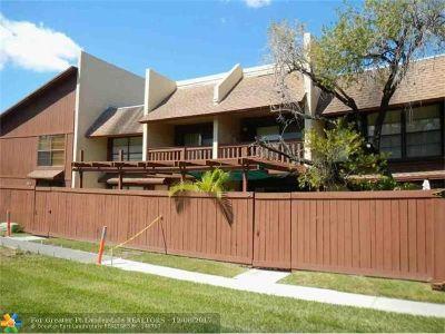 Miami Condo/Townhouse For Sale: 6504 SW 114th Pl #D