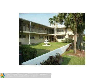 Coral Springs Condo/Townhouse For Sale: 8900 W Sample Rd #202