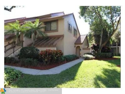 Boca Raton Condo/Townhouse For Sale: 5750 Coach House Cir #H