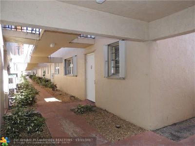 Boca Raton Condo/Townhouse For Sale: 600 SW 2nd Ave #143