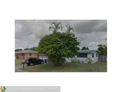 Miami Gardens Single Family Home For Sale: 25 NW 193rd Ter