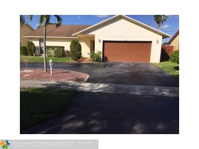 Lauderhill Single Family Home For Sale: 8561 NW 49th St