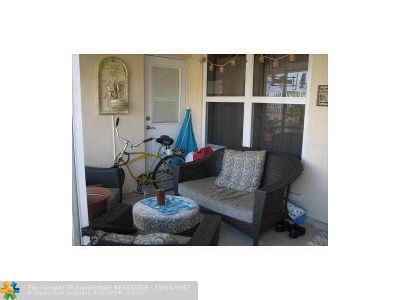 Broward County Condo/Townhouse For Sale: 1820 N 17th Ave #8