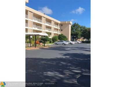 Pompano Beach Condo/Townhouse For Sale: 2651 S Palm Aire Dr #209