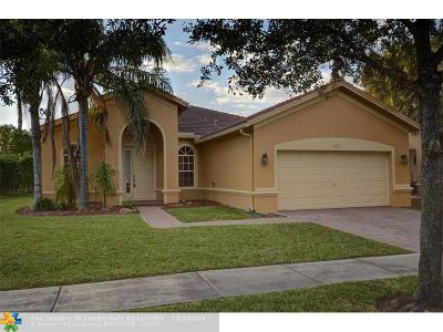 Weston Single Family Home For Sale: 4451 Laurel Pl