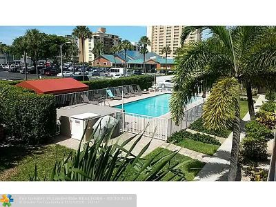 Pompano Beach Condo/Townhouse For Sale: 3200 NE 7th Ct #209C