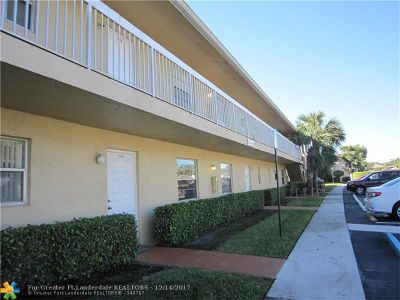 Coral Springs Condo/Townhouse For Sale: 9926 Twin Lakes Dr #7-D