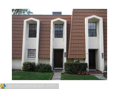 Plantation Condo/Townhouse For Sale: 11540 NW 1st St #11540