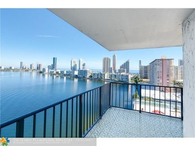 Sunny Isles Beach Condo/Townhouse For Sale: 301 174th St #1718