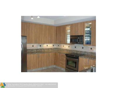 Wilton Manors Condo/Townhouse For Sale: 2609 NE 14 #407