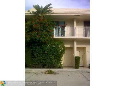 Deerfield Beach Condo/Townhouse For Sale: 572 SE 20th Ave #3