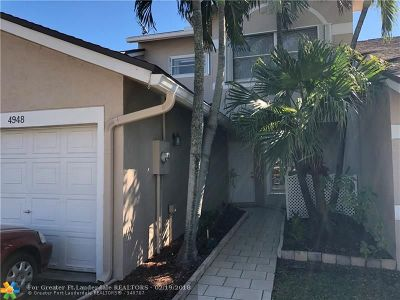 Deerfield Beach Condo/Townhouse For Sale: 4948 W Lakes Dr #4948