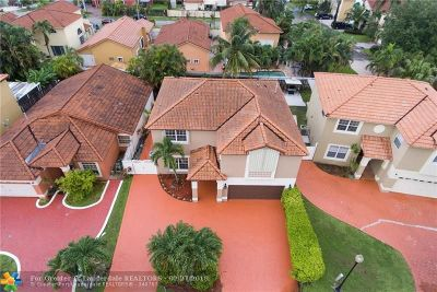 Hialeah Single Family Home For Sale: 8380 NW 195th Ter