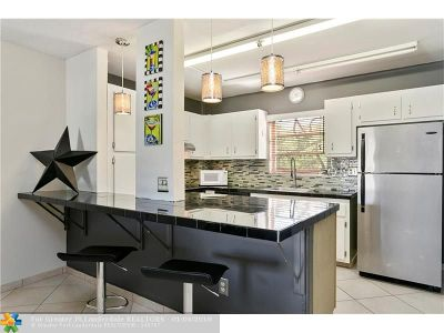 Fort Lauderdale Condo/Townhouse For Sale: 5385 SW 40th Ave #203