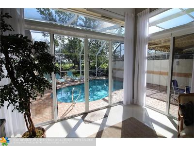 Pompano Beach Condo/Townhouse For Sale: 716 W Palm Aire Dr #716