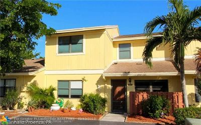 Delray Beach Condo/Townhouse For Sale: 16262 W Apricot Way #16262
