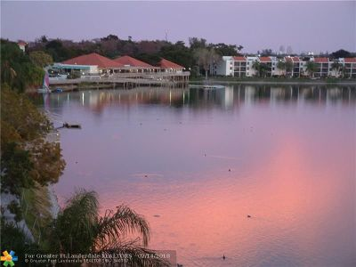 Oakland Park Condo/Townhouse For Sale: 105 Lake Emerald Dr #808