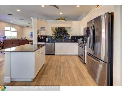 Coconut Creek Single Family Home For Sale: 3528 Coco Lake Dr