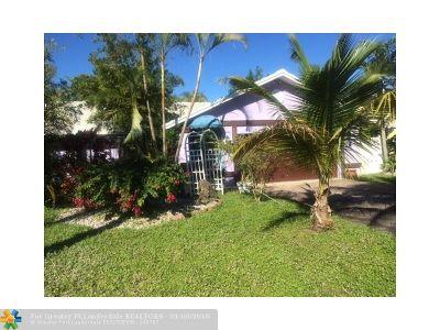 Boca Raton Single Family Home For Sale: 9721 N Carousel Cir