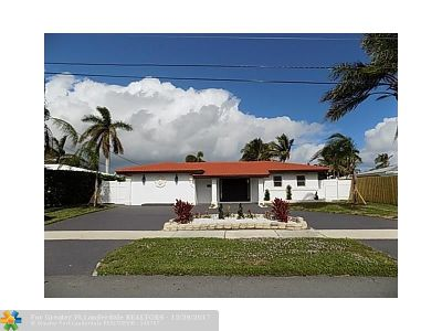 Broward County Single Family Home For Sale: 581 SE 5th St