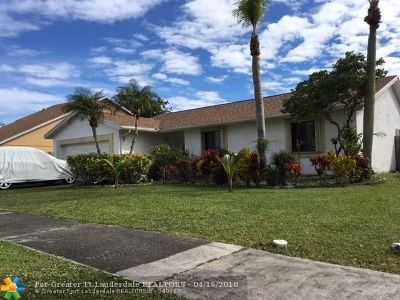 Sunrise Single Family Home For Sale: 9448 NW 46th Ct