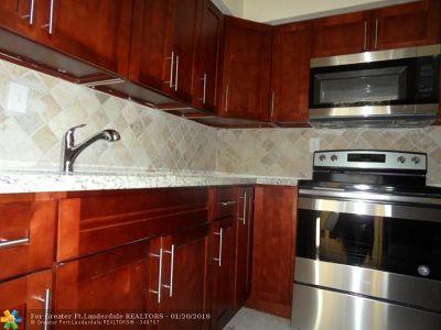 Oakland Park Multi Family Home For Sale: 691 NE 46th Ct