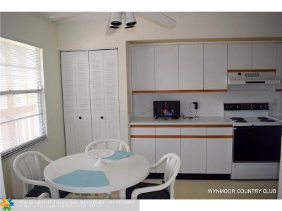 Coconut Creek Condo/Townhouse For Sale: 1602 Abaco Dr #H2