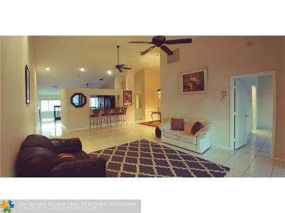 Boynton Beach Condo/Townhouse For Sale: 9777 Sills Dr #203