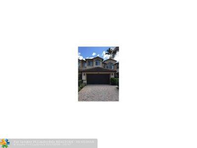 Davie Condo/Townhouse For Sale: 810 W Village Cir #810