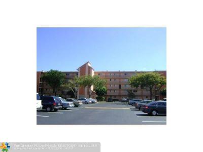 Miramar Condo/Townhouse For Sale: 8550 N Sherman Cir #102