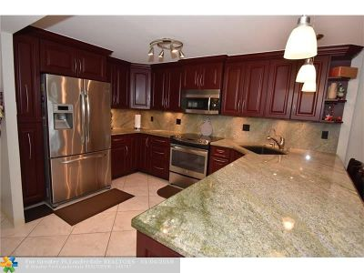 Condo/Townhouse For Sale: 1800 N Andrews Ave #2H
