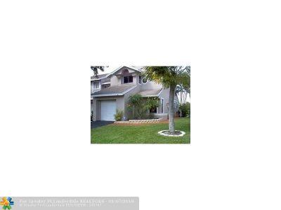 Deerfield Beach Condo/Townhouse For Sale: 2219 Discovery Cir #2219