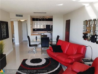 West Palm Beach Condo/Townhouse For Sale: 1830 Embassy Dr #313