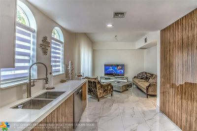 Aventura Condo/Townhouse For Sale: 18465 NE 30th Ct #18465