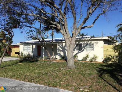 Oakland Park Single Family Home For Sale: 5660 NE 2nd Ter