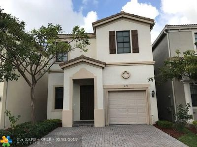 Miami Single Family Home For Sale: 670 NE 193rd Ter