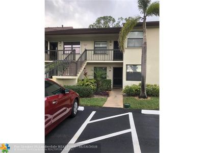 Lake Worth Condo/Townhouse For Sale: 4880 Lucerne Lakes Blvd #206