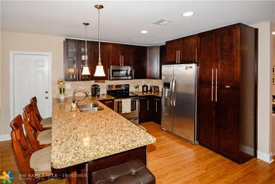 Rio Vista, Rio Vista C J Hectors Re, Rio Vista Isles Single Family Home For Sale: 1011 SE 11th Ct