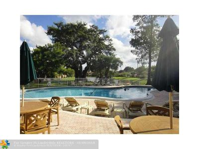 Oakland Park Condo/Townhouse For Sale: 3062 S Oakland Forest Dr #208