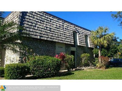 Oakland Park Condo/Townhouse For Sale: 3109 Oakland Shores Dr #G204