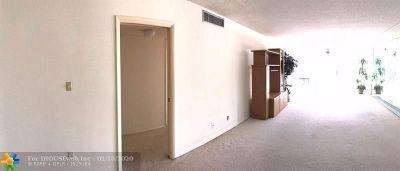 Pompano Beach Condo/Townhouse For Sale: 4240 Oaks Ter #203