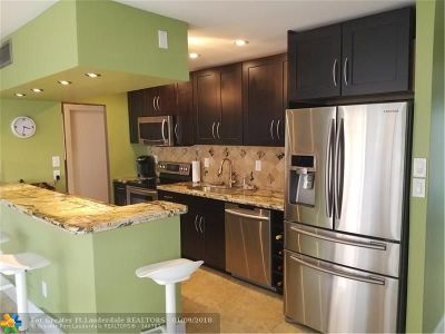 Hallandale Condo/Townhouse For Sale: 126 Golden Isles Dr #53A