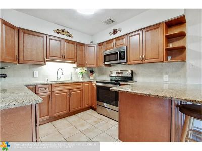Hollywood Single Family Home For Sale: 2649 Johnson St