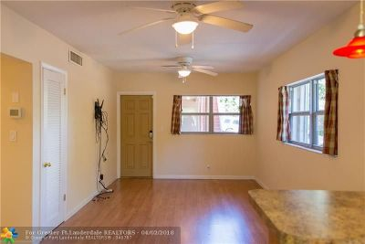 Oakland Park Condo/Townhouse For Sale: 1561 NE 34th Ct #108