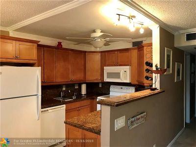 Deerfield Beach Condo/Townhouse For Sale: 1083 Newport S #1083