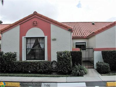 Deerfield Beach Condo/Townhouse For Sale: 106 Centennial Ct #106