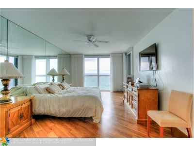 Sunny Isles Beach Condo/Townhouse For Sale: 16711 Collins Ave #1807
