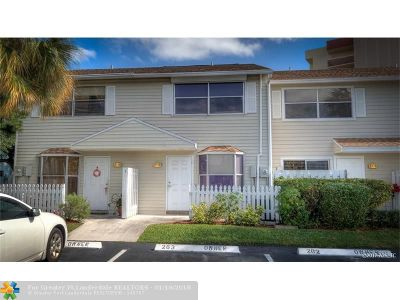 Pompano Beach Condo/Townhouse For Sale: 2807 NE 15th St #2807